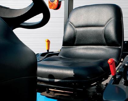 Минитрактор Mitsubishi LS J27 GEAR - Регулируемое сиденье с втягивающимся ремнем безопасности
