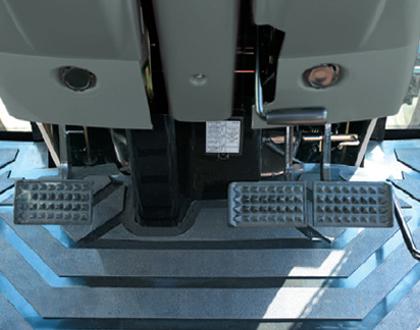 Трактор LS U60 GEAR CAB - Плоский пол с резиновым покрытием