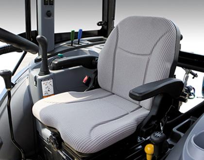 Трактор LS U60 GEAR CAB -  Регулируемое сиденье Deluxe с вытяжным ремнем безопасности